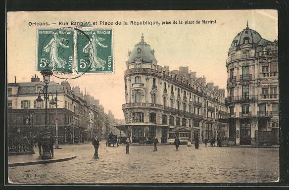 AK Orléans, Rue Bannier et Place de la République, prise de la place du Martroi, Strassenbahn