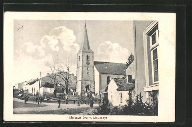 AK Mulsach, Ortspartie mit Kirche und Passanten
