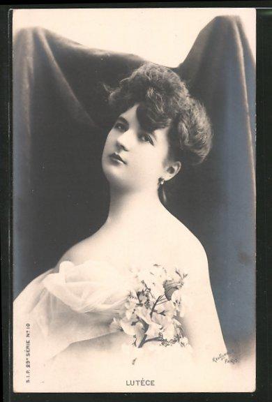 Foto-AK Atelier Reutlinger, Paris, Schauspielerin Lutéce blickt melancholisch