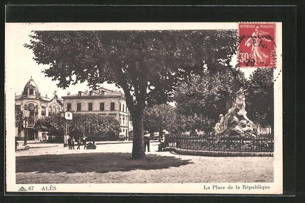 AK Alès, La Place de la République, Gens sur la Place