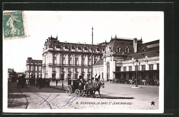 AK Bordeaux, La Gare St. Jean, Partie am Bahnhof mit Passanten