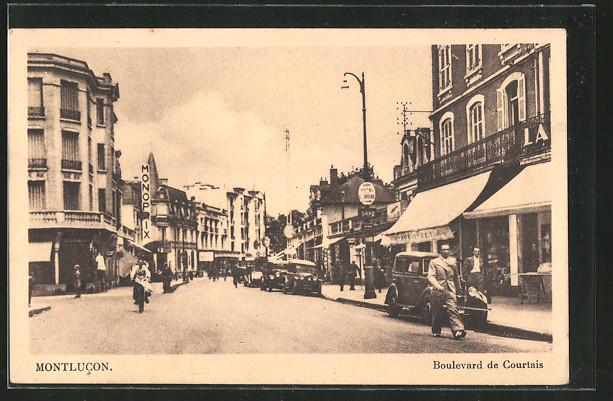 AK Montlucon, Boulevard de Courtais, Promeneurs, Anciennes voitures