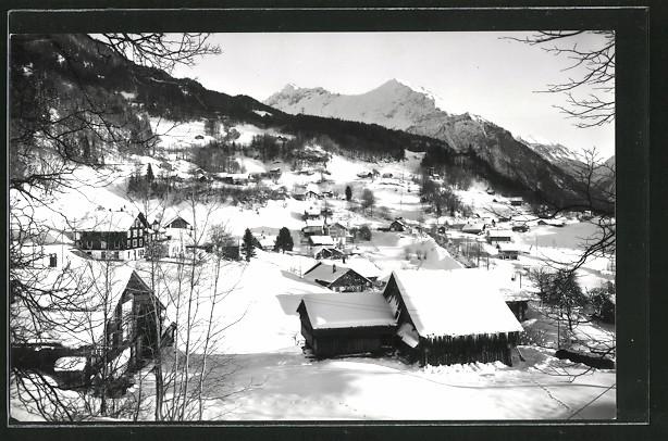 AK Reuti, Ortsansicht im tiefsten Winter mit Alpenpanorama
