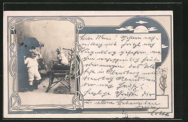 AK Junge fotografiert mit einem Fotoapparat seine Katze