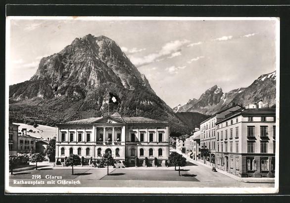 AK Glarus, Rathausplatz mit Glärnisch