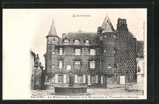 AK Salers, la maison du notaire et le monument de Tissandier d'Escous