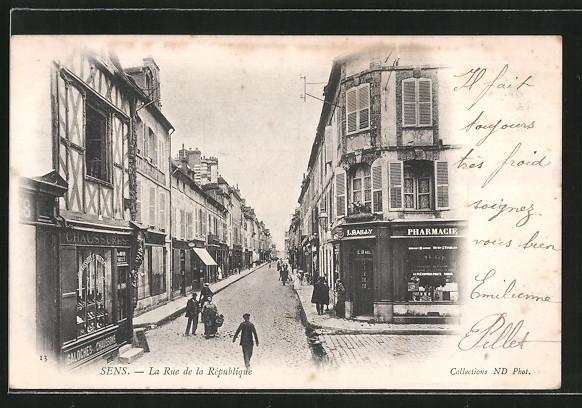 AK Sens, la rue de la république, Geschäfte
