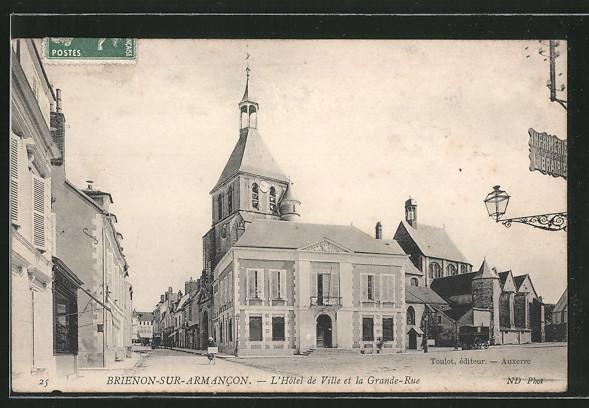 AK Brienon-sur-Armancon, l'hôtel de Ville et la grande-rue