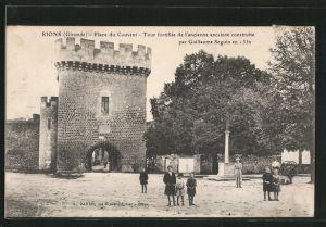 AK Rions, place du Couvent, tour fortifiée de l'ancienne enceinte