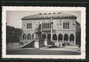 AK Udine, Palazzo Municipale e statua della Pace di Campoformido