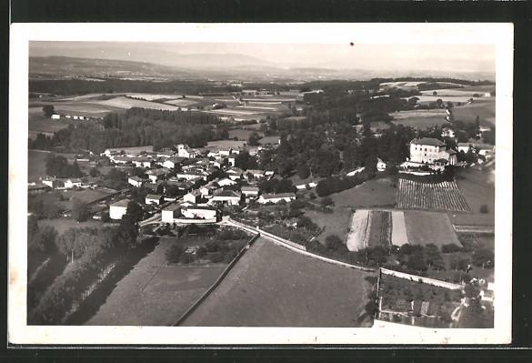 AK Diemoz, vue aérienne sur le village et le château Piellat