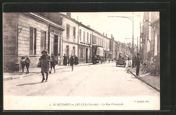 AK St-Médard-en-Jalles, La rue principale mit Geschäften