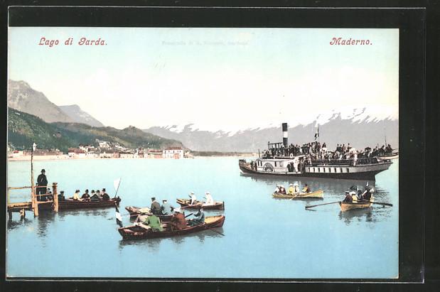 AK Maderno, Menschen werden auf Ruderbooten von einem Dampfer an Land gebracht