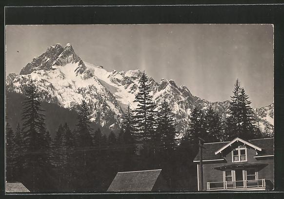 AK Everett, WA, Gebäudeansicht mit Gebirge im Hintergrund