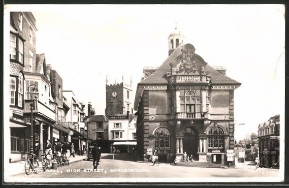 AK Marlborough, Town Hall, High Street, Radfahrer