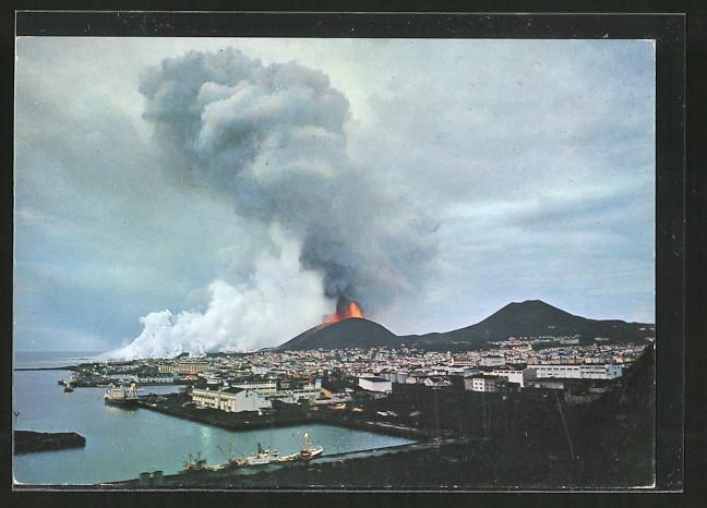 ak ausbruch auf heimaey vestmannaeyjar island der neue und der alte vulkan helgafell nr. Black Bedroom Furniture Sets. Home Design Ideas