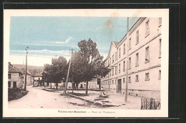 AK Virieu-sur-Bourbre, place de l'Industrie