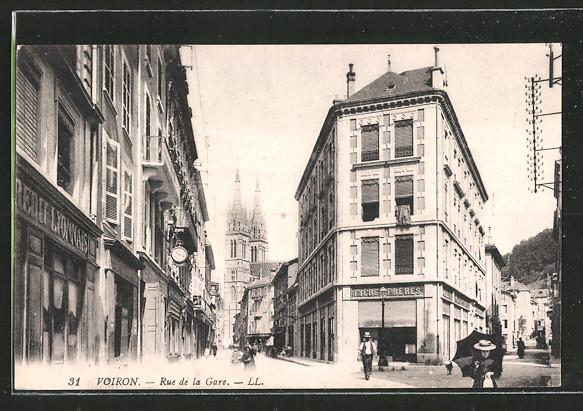 AK Voiron, Rue de la Gare, Blick zur Kirche