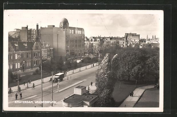 AK Amsterdam, Strasse Weesperplein mit Gebäudeansicht und Passanten