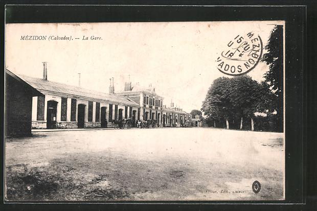 AK Mézidon, La gare, Blick zum Bahnhof, Pferdekutsche