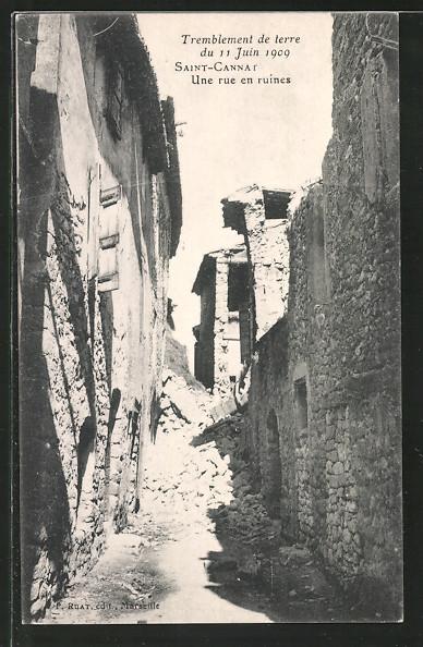 AK St. Cannat, Une rue en ruines, Tremblement de terre 1909, Gasse mit Trümmern nach Erdbeben