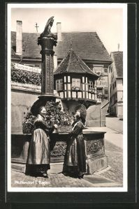 AK Pfullendorf, zwei Frauen in Tracht stehen am Brunnen