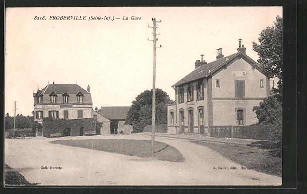 AK Froberville, la Gare, Blick auf den Bahnhofsplatz