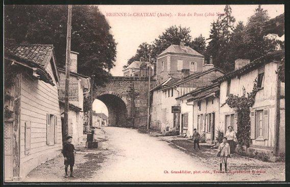 AK Brienne-le-Chateau, Rue du Pont (côté Nord)