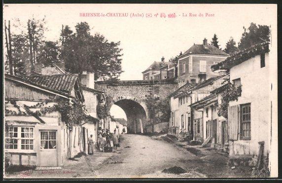 AK Brienne-le-Chateau, La Rue du Pont