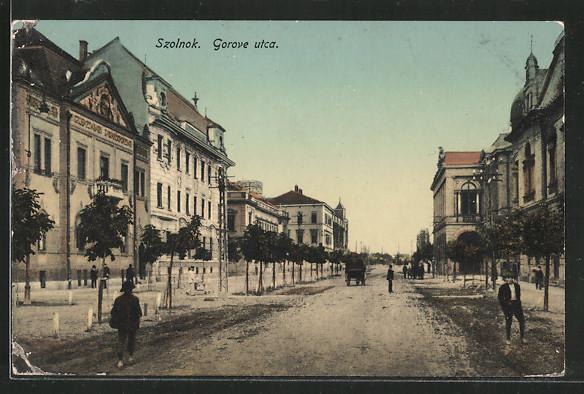 AK Szolnok, Gorove utca, Kutsche auf einer Strasse