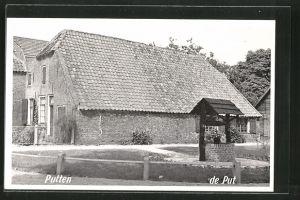 AK Putten, Bauernhof mit Brunnen