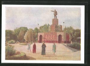 AK Ashgabat, Frauen an einem Denkmal