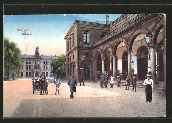 AK Ansbach, Passanten vor dem Bahnhof