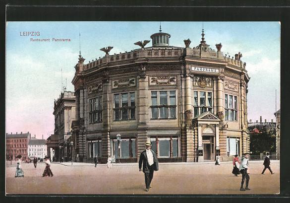 AK Leipzig, Passanten vor dem Rundbau des Restaurant Panorama