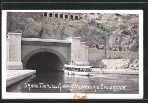 AK Le Rove, Sortie du Grand Tunnel, Dampfer vor dem Tunnel