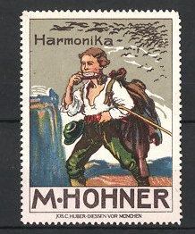 Reklamemarke M. Hohner Harmonika, Wanderer spielt Mundharmonika