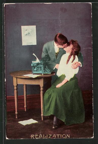 AK Realization, Paar beim Kuss und Schreibmaschine