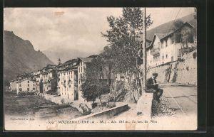 AK Roquebillière, Blick von einer Strasse auf den Ort