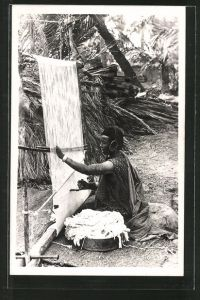 Foto-AK Tissage de Tapis, arabischer Handwerker, Teppichweber bei der Arbeit