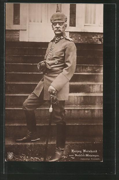 Foto-AK Herzog Bernhard von Sachsen-Meiningen in Uniform mit Pickelhaube u. Säbel