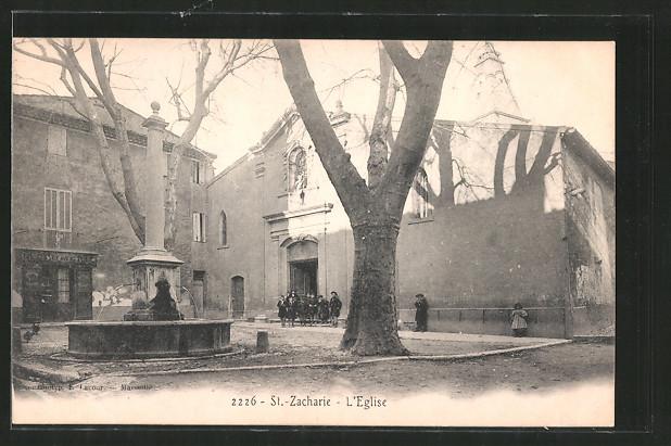 AK St. Zacharie, l'Eglise, Kinder vor der Kirche