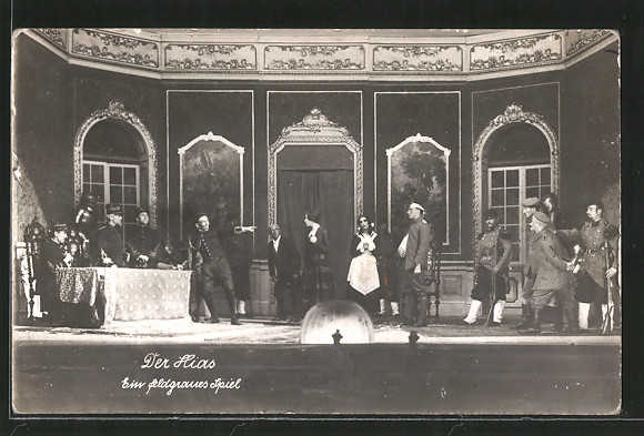 AK Theaterszene aus Der Hias, Ein feldgraues Spiel, Darsteller auf der Bühne