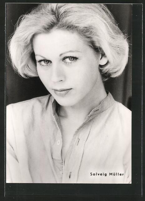 AK Schauspielerin <b>Solveig Müller</b> mit verführerischem Blick, ... - AK-Schauspielerin-Solveig-Mueller-mit-verfuehrerischem-Blick-DDR