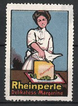 Reklamemarke Rheinperle Delikatess Margarine, Hausfrau mit Würfel Margarine