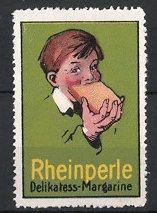 Reklamemarke Rheinperle Delikatess Margarine, Knabe isst Brot mit Margarine