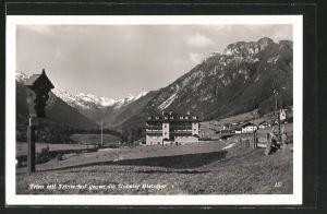 AK Trins, Ortsansicht mit Trinserhof gegen Stubaier Gletscher