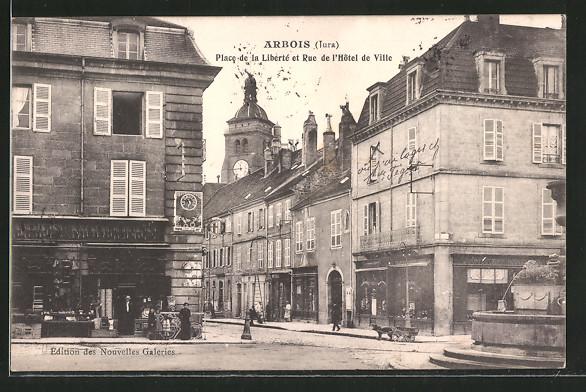 AK Arbois, Place de la Liberté et rue de l'hôtel de ville