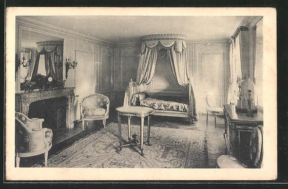 AK Versailles, Palais du petit Trianon, chambre de Marie-Antoinette ...