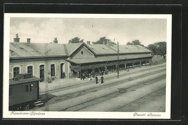 AK Komarom-Ujváros, Vasuti állomás, Bahnhof, Eisenbahn