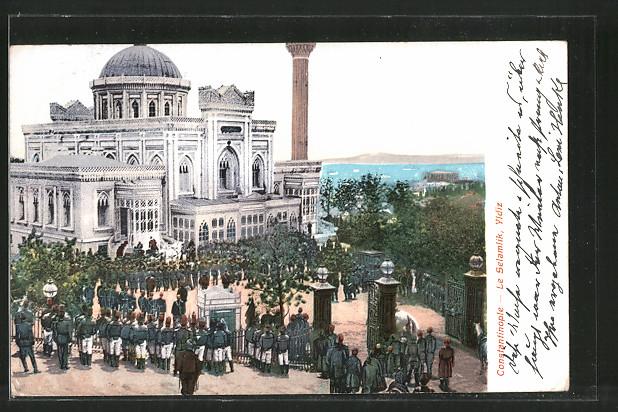AK Constantinople, le Selamlik, Yidiz, Soldaten vor dem Palast